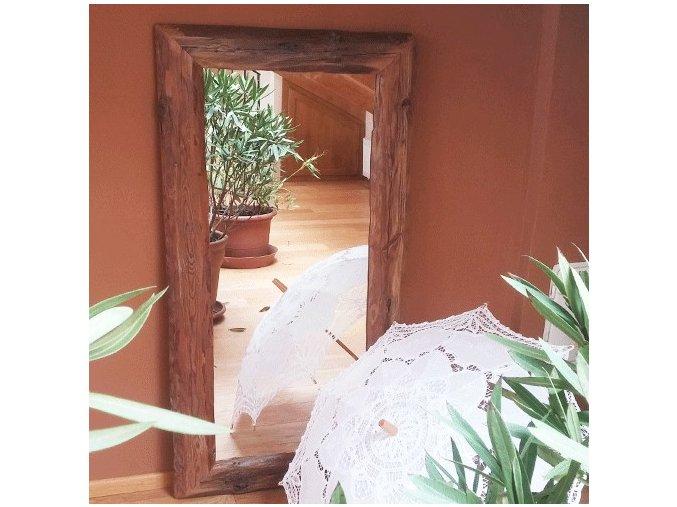 Zrcadlo ze starých trámů
